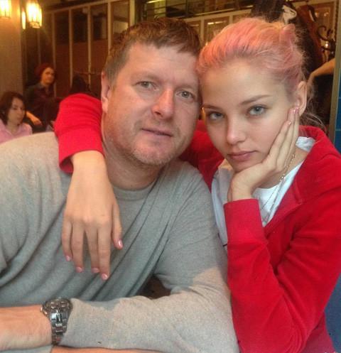 Евгений Кафельников хочет себе памятник поставить за то, что выдерживает подобную дочь и дважды за ночь вызывает себе скорую