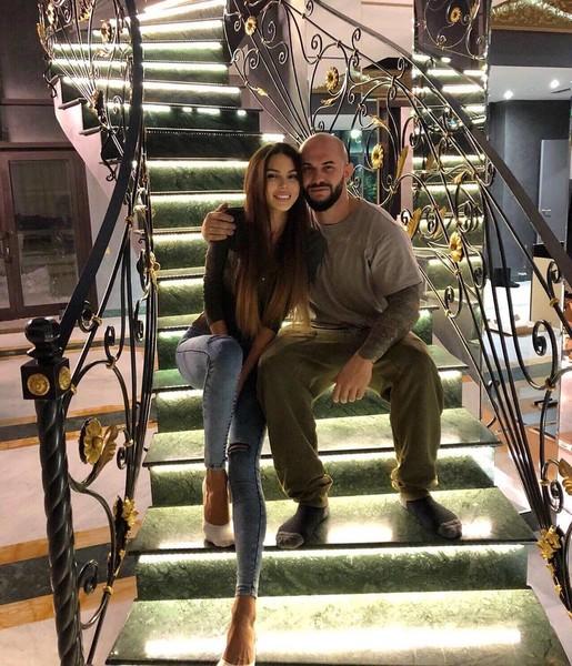 Джиган и Оксана Самойлова продают свой прекрасный особняк на Рублевке