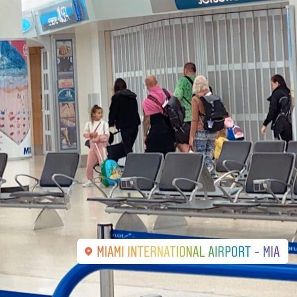 Семья Джигана возвращается в Россию, он остается в США (фото из аэропорта)