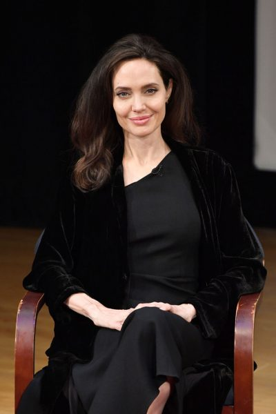 Анджелина Джоли отправила 1 миллион долларов голодающим американским школьникам