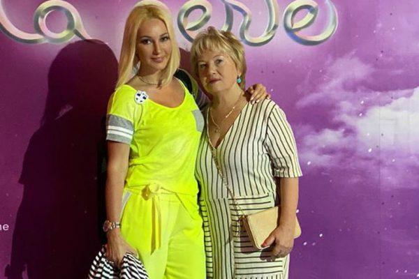 Хорошие дочки дарят мамам поездку в Дубаи - Лера Кудрявцева показала молодую родительницу