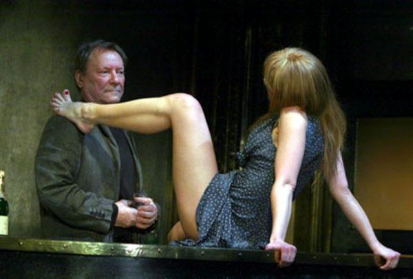 У Ренаты Литвиновой лопнул кровеносный сосуд в глазу после бесчинств в спектакле Богомолова