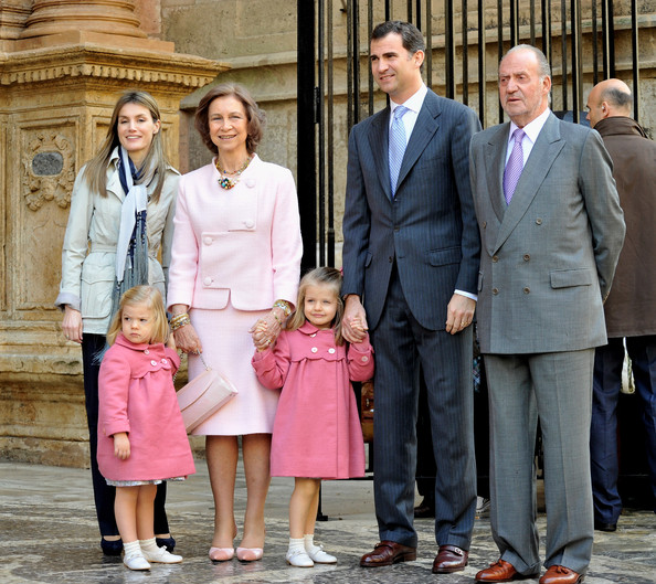 За что король Испании Филипп VI фактически отрекся от отца