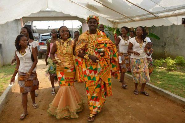 Чтоб развестись в Гане, надо прийти в суд в своих свадебных нарядах