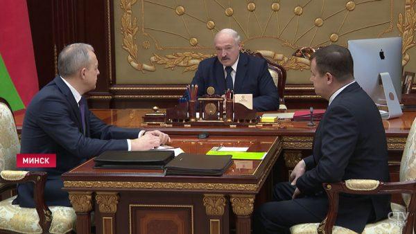 """Александр Лукашенко обидел Россию и отправил всех... на тракторе трудиться: """"Поле всех вылечит"""""""
