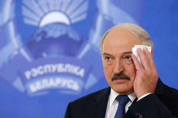 """Лукашенко: """"Спланировали и превратили мир в дурдом"""""""