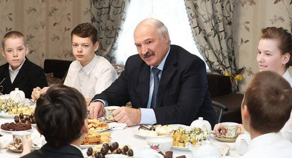 """Лукашенко: """"Мы не потеряли ни одного человека из-за вируса"""""""