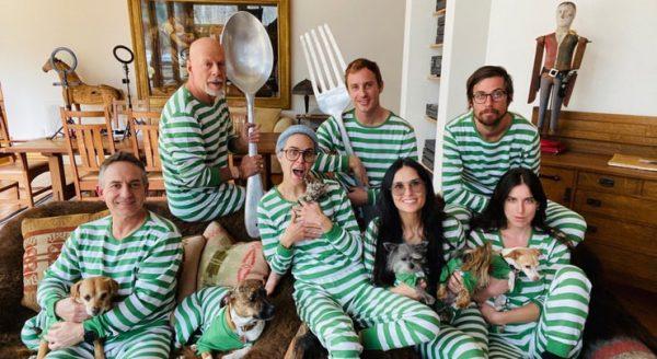 Жена Брюса Уиллиса оставила грустный комментарий к пижамной вечеринке