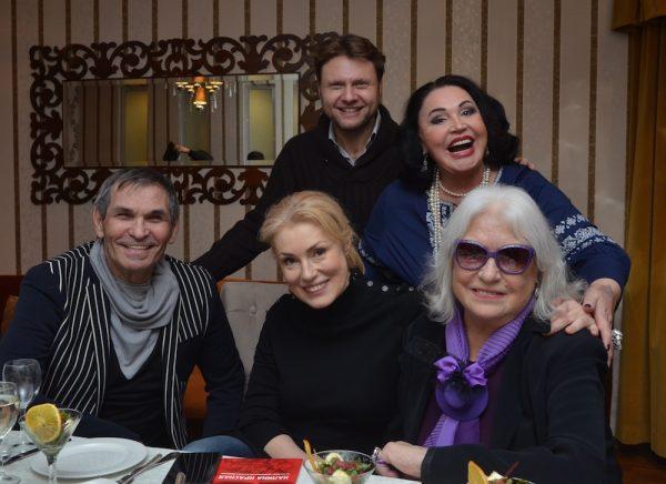 Лидия Федосеева-Шукшина намерена через суд вернуть свою квартиру, который Алибасов оформил на своего помощника