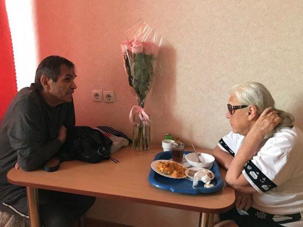 """""""Он очень-очень добрый"""" - Алибасов уверяет, что его помощник бескорыстно ухаживает за его женой и Фатеевой"""
