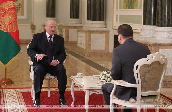 """Лукашенко посоветовал России расстаться с """"имперскими замашками"""""""