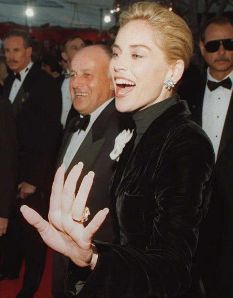 """Так вот почему Шэрон Стоун оделась на свой первый """"Оскар"""" как постный батюшка"""