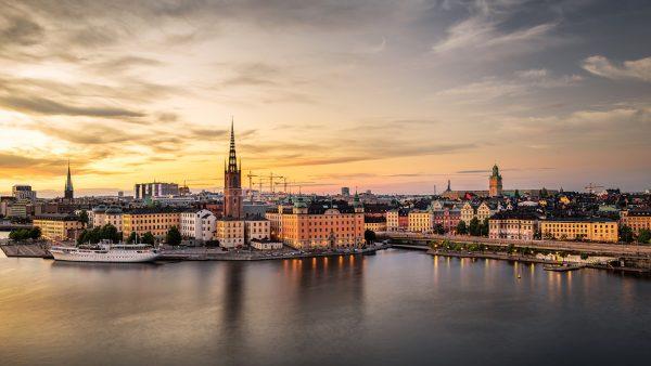 Мир замер - А что если правы шведы, отказавшиеся от карантина?