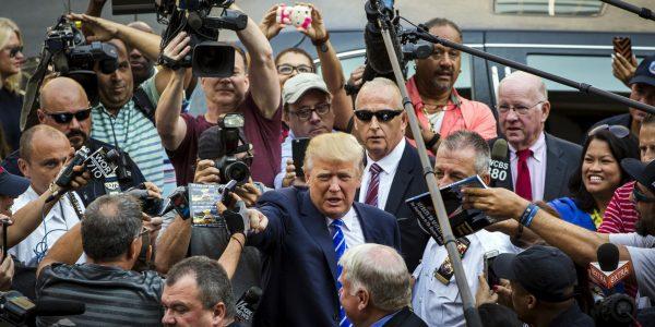 В NYT высмеяли привычки Трампа на работе - Он им ответил