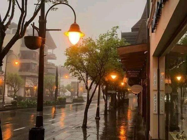 """Ученые советуют россиянам привыкать к новому типу погоды, который получил название """"Нервная"""""""
