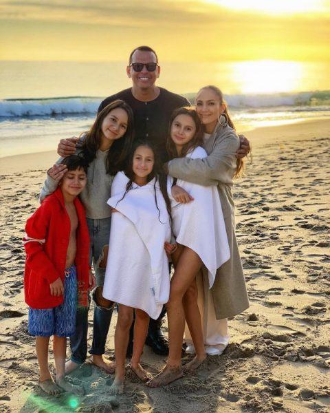 Жадность Дженнифер Лопес свела на нет ее отношения с экс-супругой Алекса Родригеса