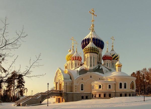 """""""Собянин нам не указ. Мы ждем лишь от одного человека слова"""" - Высказались и храмы Москвы"""