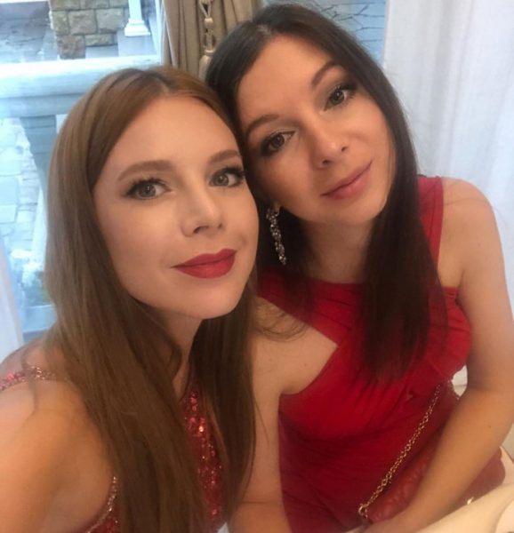 Наталья Подольская показала сестру-близняшку