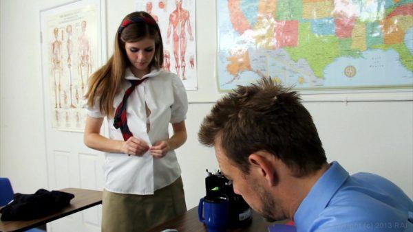 """""""Попросил достать конфету🌭 из кармана его джинсов"""" - Студенты заявили о домогательствах преподавателей"""