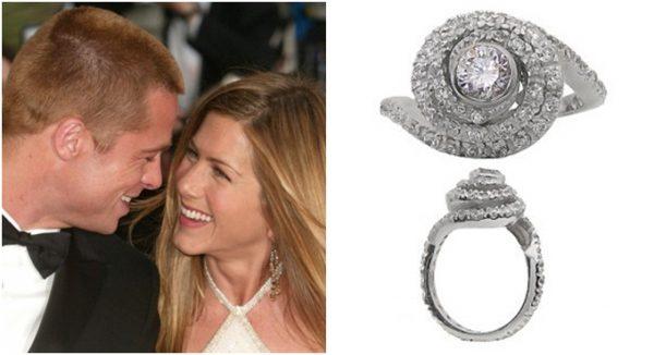 После стольких лет Дженнифер Энистон вновь надела обручальное кольцо от Брэда Питта и похвасталась им публике