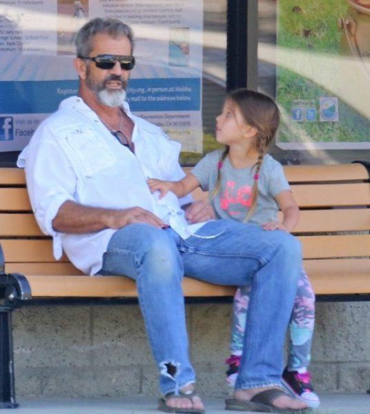 50-летняя Оксана Григорьева 🎈показала взрослых детей от Тимоти Далтона ♥и Мела Гибсона