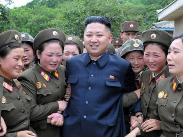 """Ким Чен Ын и отряд """"Удовольствие"""""""