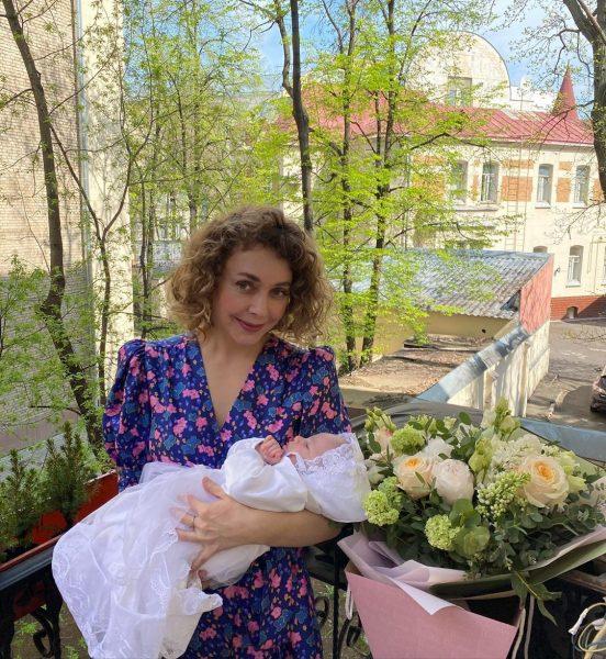 Стала копией Малашенко. Божена Рынска показала подросшую дочку - сплошное чудо в кружевах