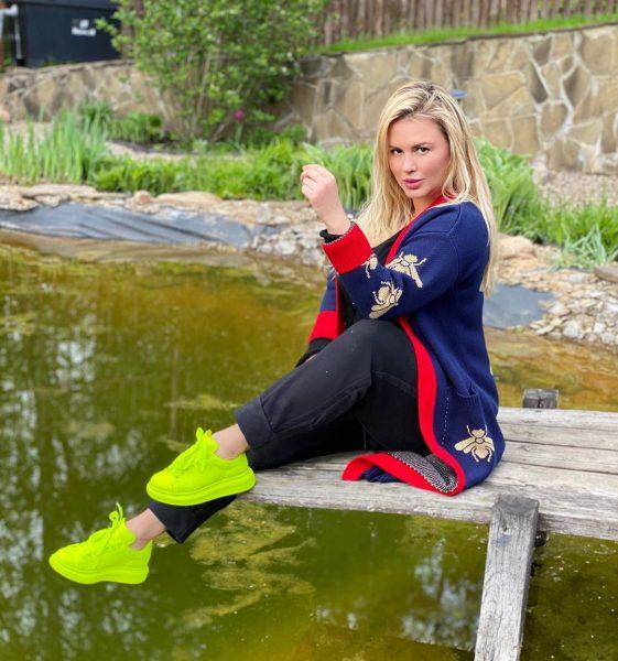 Анна Семенович замучилась на самоизоляции с мужчинами: они все время смотрят на меня голодными глазами