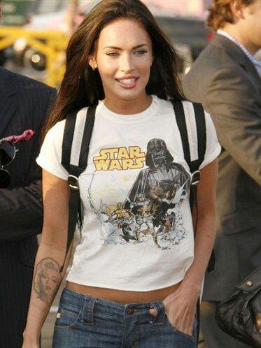 Оригинальные образы знаменитостей с использованием футболки