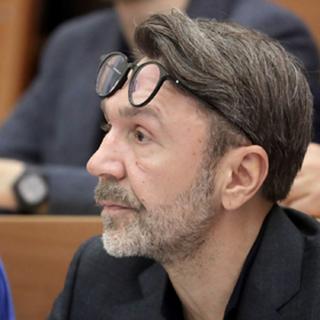 Шнуров насобирал денежек и намылился в политику