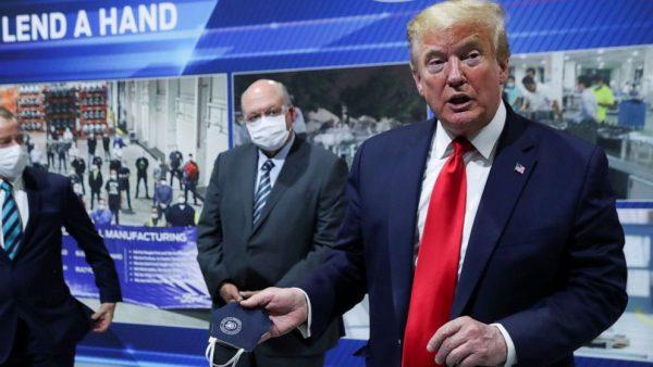 Трамп отказался надеть маску. Он не станет вводить ограничения в случае повторной вспышки