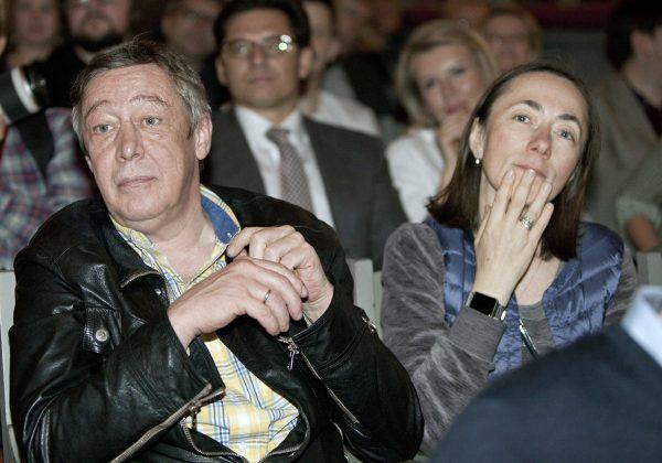 С характером однако - Жена Ефремова выиграла суд по делу о порче автомобиля