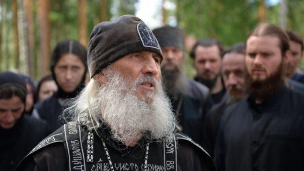 «Двое человек избиты, камеру разбили»: на съемочную группы Ксении Собчак напали в монастыре