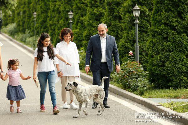Премьер-министр Армении Пашинян и вся его семья подхватили COVID-19