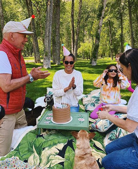Прилипла как банный лист - Молодая жена Брюса Уиллиса отметила день рожденья с Деми Мур и Ко