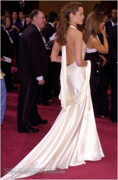 О чем говорят платья Джоли
