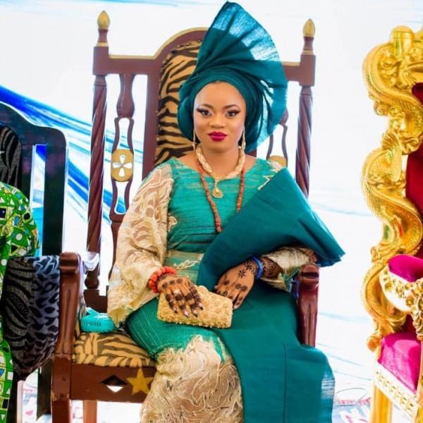 Африканское волшебство или как 18-летняя девушка родила двойняшек 78-летнему королю