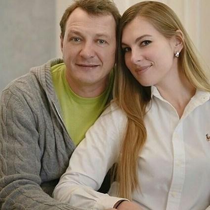 """""""Он делал вам много хорошего, а вы его топите"""": 15-летняя дочь Марата Башарова публично обратилась к его бывшим женам"""