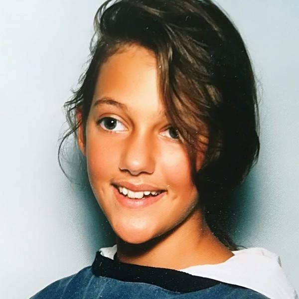 """""""Смуглая цыганка с неровными зубами"""" - Мерьем Узерли показала снимок, где ей 9 лет"""