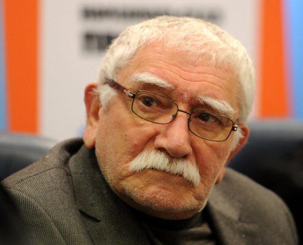 Армену Джигарханяну и его семье угрожают расправой в Сети
