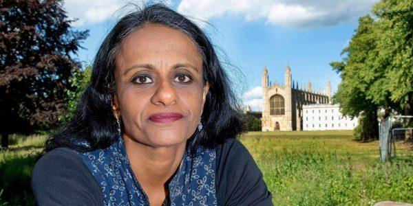 Черная, некрасивая преподаватель-индус объявляет, что белые жизни неважны и ее повышают в должности