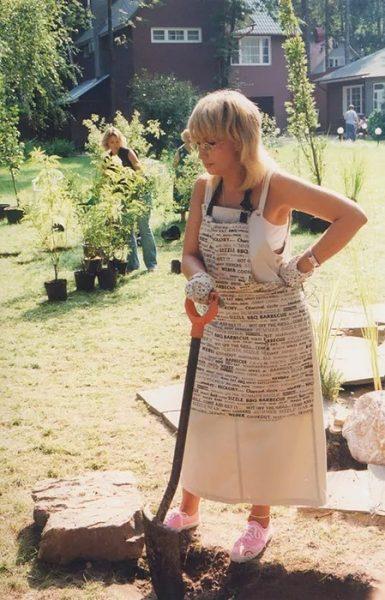 """Золовка Аллегровой показала ее давнее фото - """"Какая простенькая в бабушкином платье"""""""