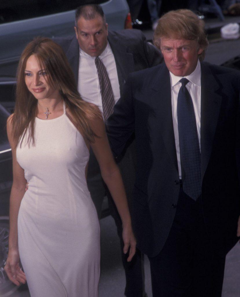 """""""Открывает рот, лишь когда к ней обращаются и забывает надеть бюстгальтер"""" - Милая домашняя Мелани Трамп"""