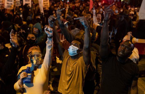 «Я солидарна с борьбой»: Адель поддерживает протест из-за дискриминации по цвету кожи