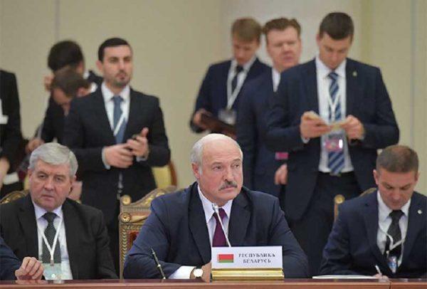 """Лукашенко отказался от денег МВФ: """"Мне сказали - делайте, как в Италии карантин и мы заплатим в 10 раз больше денег"""""""