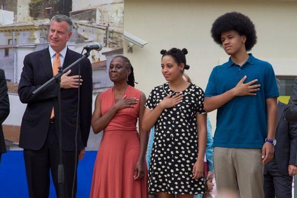 Дочка мэра Нью-Йорка снова доставила хлопоты отцу - Теперь в Сеть попали ее обнаженные снимки