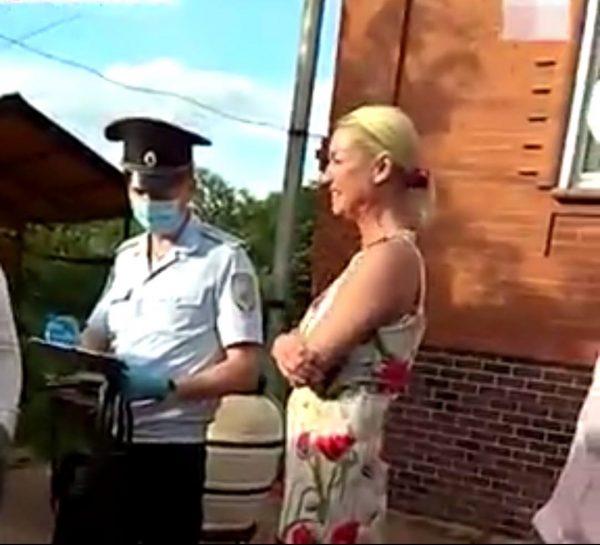 """""""Вы будете ходить в этих намордниках всю оставшуюся жизнь"""" - Волочкова назвала полицейских """"не мужчинами"""""""