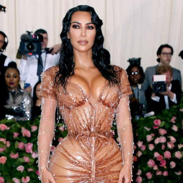 «Я от нее отписалась»: разбираемся, почему знаменитости хейтят Ким