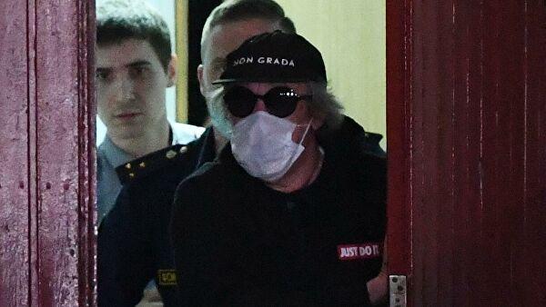 Михаил Ефремов сидит под домашним арестом до 9 августа