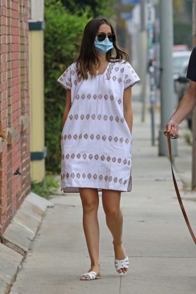 Ана де Армас в другом хитовом платье сезона - белое легкое платье из хлопка подойдет всем